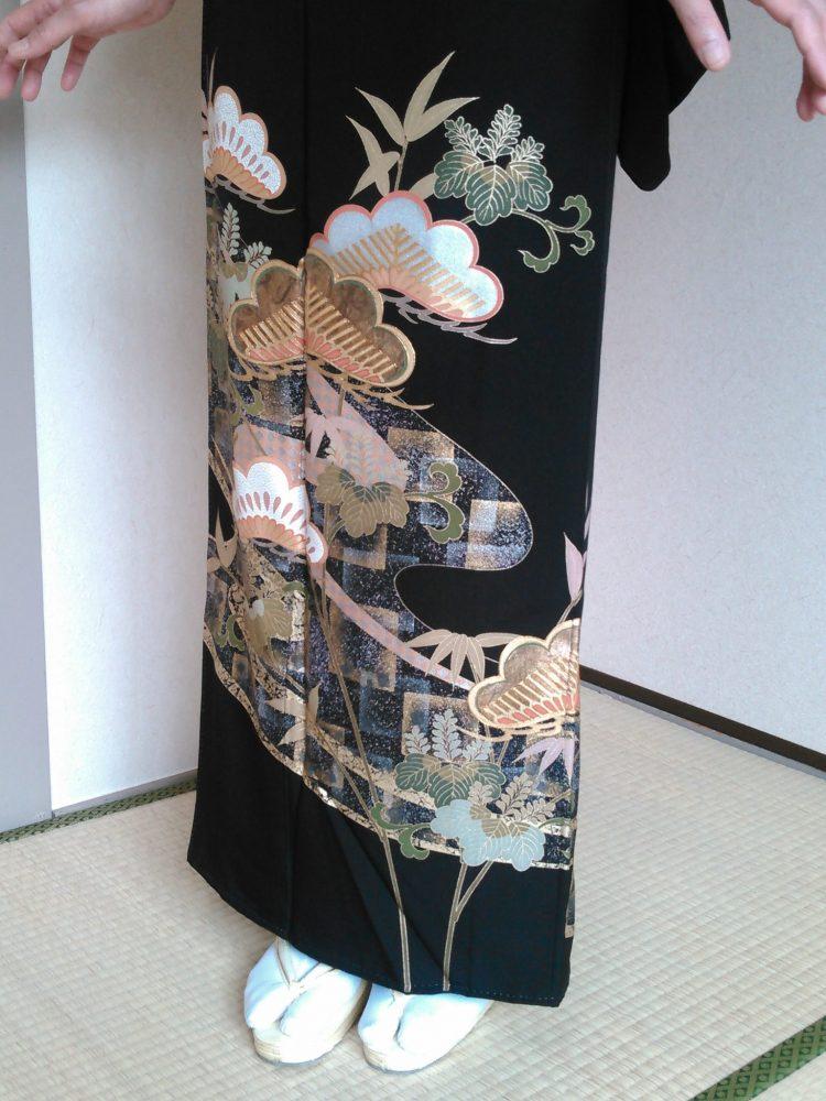 黒留袖 T-09 松・市松に流水 身丈163㎝ レンタル一式¥38000(税別)浅草店での着付け無料!
