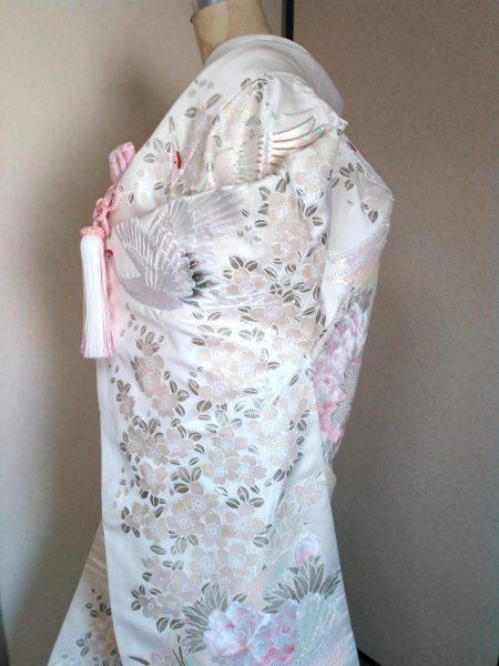 ★A-2 正絹色打掛 白地に花と鶴  色打掛一式レンタル料金¥85000(税別)