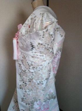★A-2 正絹色打掛 白地に花と鶴  色打掛一式レンタル料金¥88000サムネイル